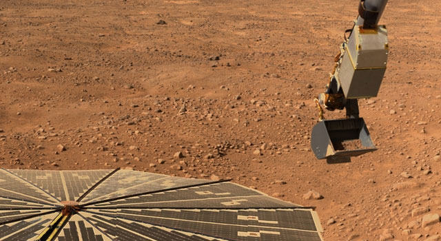 Phoenix's robotic arm carries soil sample