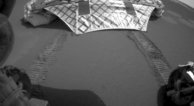 Opportunity looks back at its lander