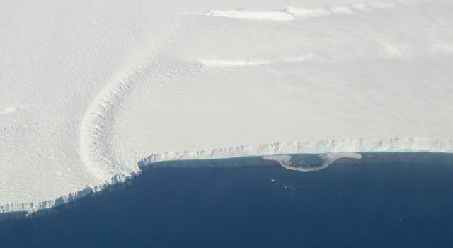 This photo shows the ice front of the ice shelf in front of Pine Island Glacier, a major glacier system of West Antarctica.