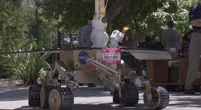 JPL Runners Celebrate Mars Marathon