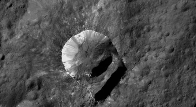 Oxo Crater is unique because of the relatively large