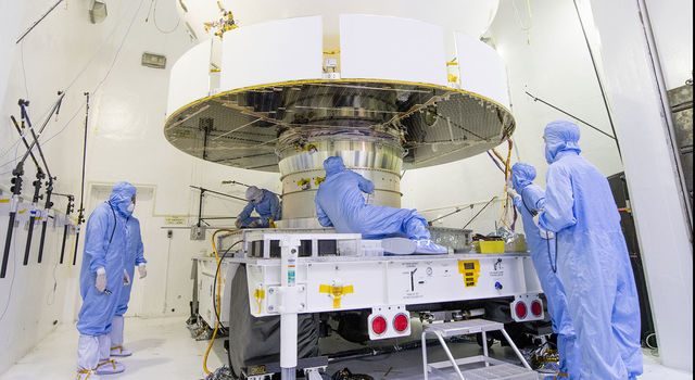 NASA's Mars 2020 spacecraft undergoes examination