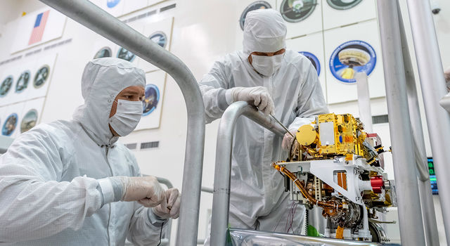 Engineers install the SuperCam instrument on Mars 2020's rover