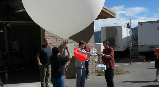 JPL and NOAA scientists launch an ozonesonde