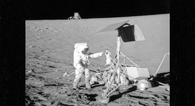 Astronaut Pete Conrad visits JPL's Surveyor 3