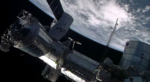 The SpaceX Dragon cargo craft with Caltech's CASIS PCG HDPCG-1