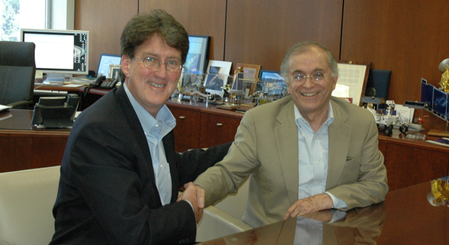 Paul Siegele, President of Chevron Energy Technology (left) and Charles Elachi, NASA's Jet Propulsion Laboratory Director (right)