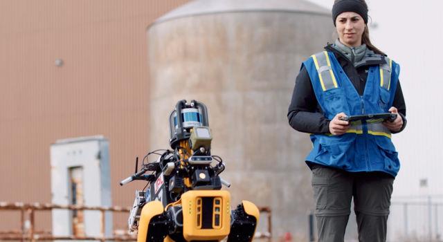 CoSTAR member and Caltech graduate student Amanda Bouman operates a robot called Spot