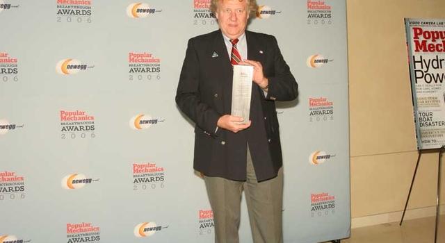 Tom Duxbury receives award