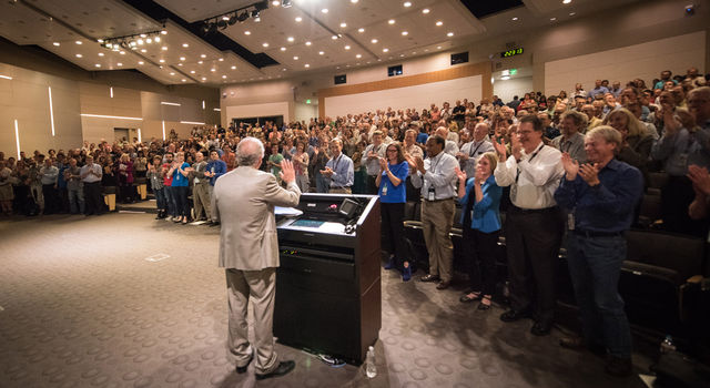 Charles Elachi receives a standing ovation from employees in Pickering Auditorium at JPL.