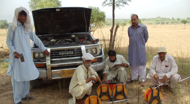 Setting up a traditional groundwater monitoring network in Pakistan's.