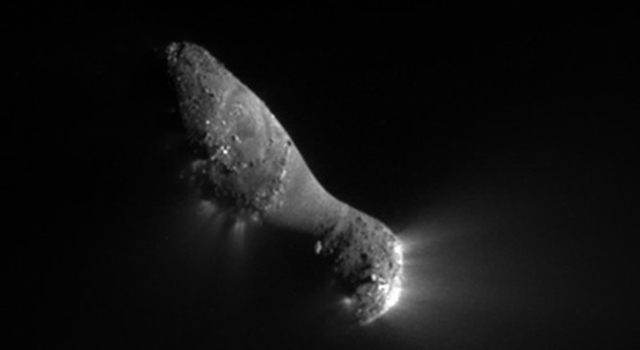 Close-up of comet Hartley 2