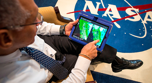 NASA Administrator Charles Bolden explores NASA's new Images of Change iPad application.