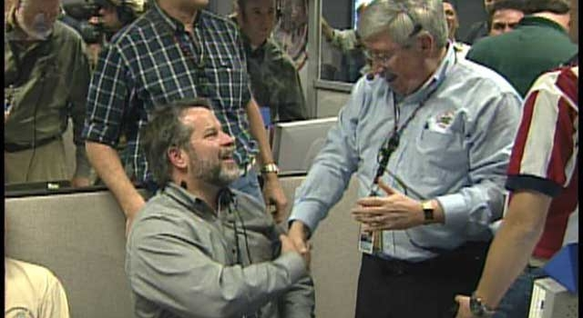 JPL's Rob Manning and Peter Theisinger celebrate Opportunity's landing on Mars