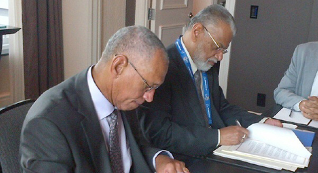 NASA Administrator Charles Bolden (left) and Chairman K. Radhakrishnan of the Indian Space Research Organisation