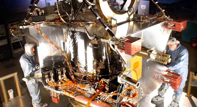 Final assembly phase of the Mars Reconnaissance Orbiter