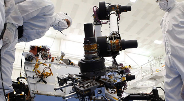 Engineers flex Curiosity's robotic arm