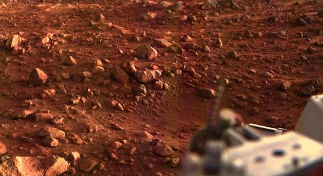 This color image of the Martian surface in the Chryse area was taken by Viking Lander 1