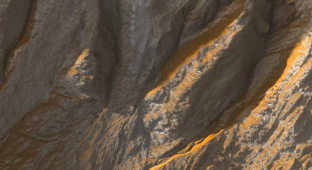 gullies in an unnamed crater in the Terra Sirenum region of Mars