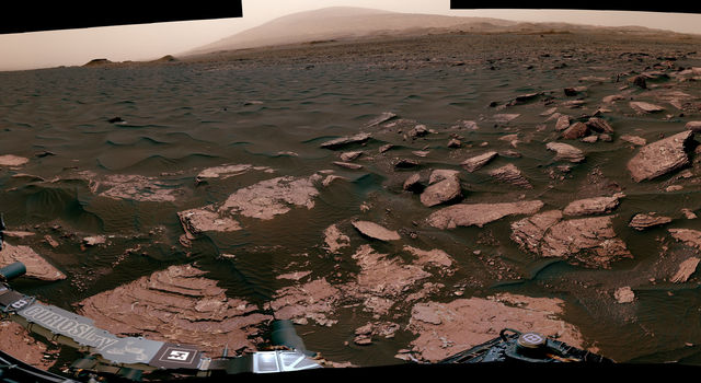 Panorama with Active Linear Dune in Gale Crater, Mars