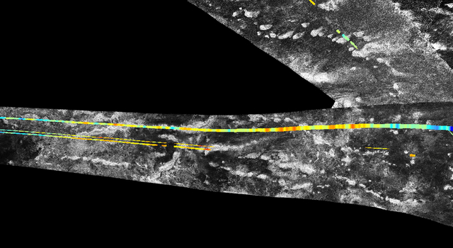 Parallel mountain chains on Saturn's moon Titan
