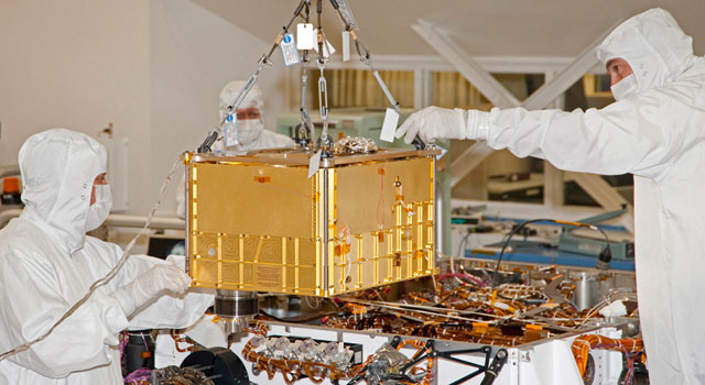 Lifting SAM Instrument for Installation into Mars Rover
