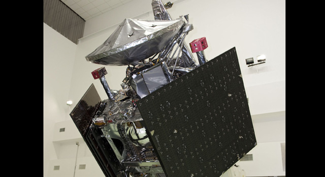Juno spacecraft undergoes testing at Astrotech payload processing facility, Titusville, Fla.