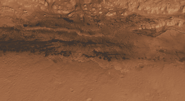 Lower Portion of Mound Inside Gale Crater