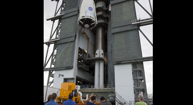 Hoisting NASA's Mars Science Laboratory Onto Its Atlas V