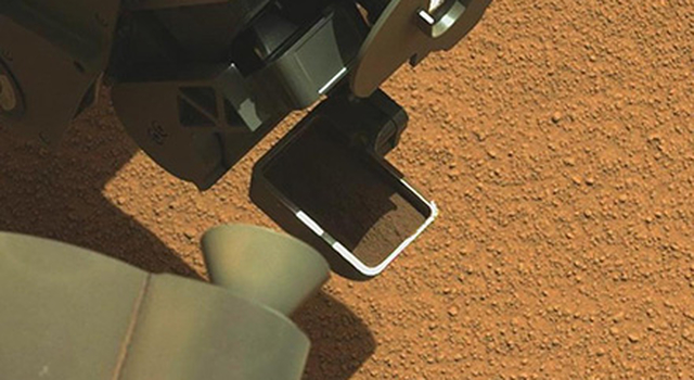 Curiosity's First Scoop of Mars, in Vibration Movie