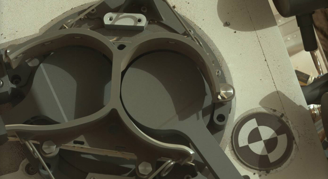 Inlet Covers for Sample Analysis at Mars