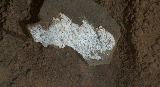 Close-up View of Broken Mars Rock 'Tintina'