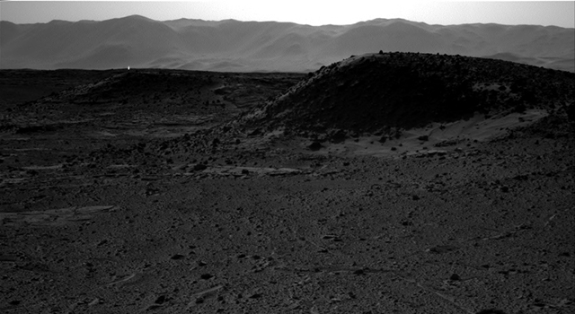 Bright Spot Toward Sun in Image from NASA's Curiosity Mars Rover