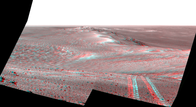 Rover's Tracks in Stereo View Along Rim of Endeavour Crater