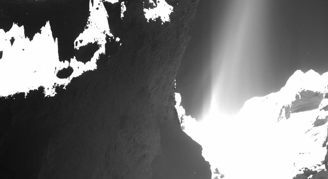 Jets of cometary activity can be seen along almost the entire body of the comet.