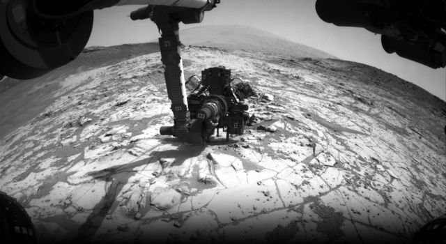 Curiosity Conducting Mini-Drill Test at 'Mojave'