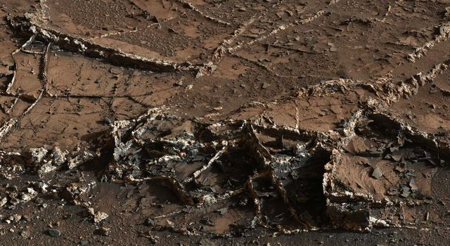 News | NASA's Curiosity Eyes Prominent Mineral Veins on Mars
