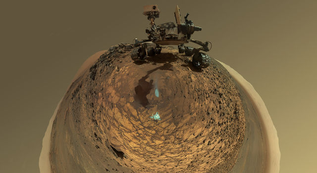 Round-Horizon Version of Curiosity's Low-Angle Selfie