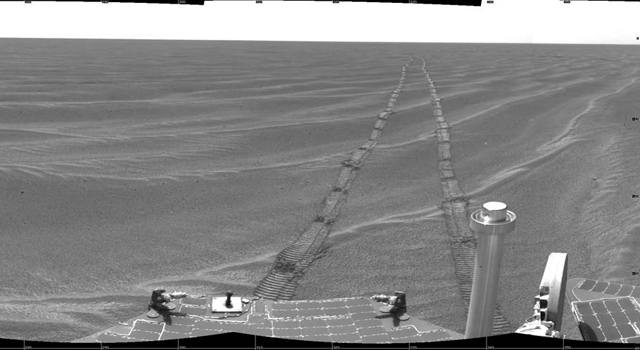 Opportunity view near Vostok Crater