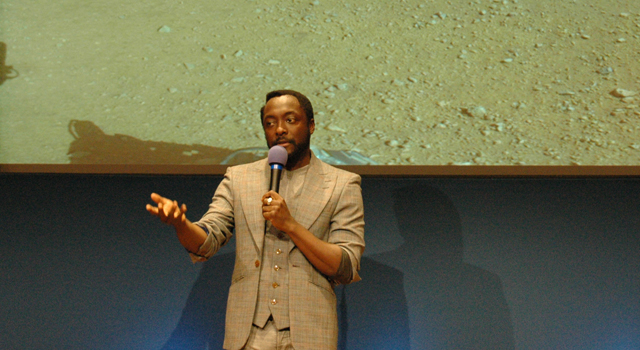 will.i.am addresses a crowd of students at NASA's Jet Propulsion Laboratory