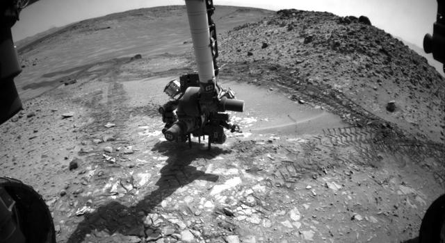 Curiosity Rover tests its drill on Mars