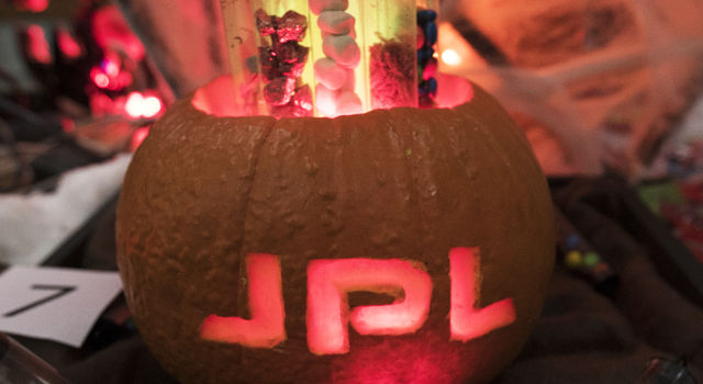 NASA/JPL Pumpkin Design Contest 2016 - JPL Mars Bars Pumpkin