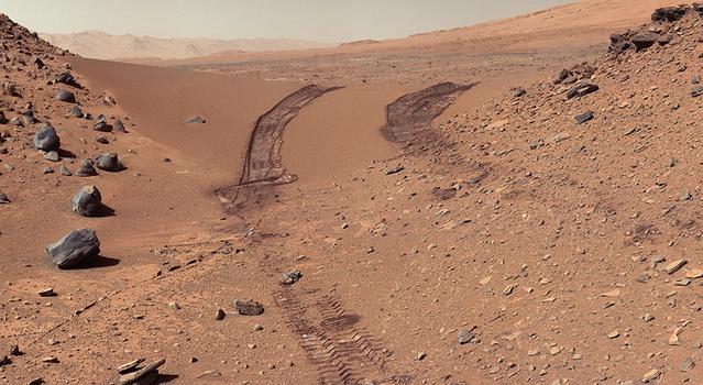 Curiosity rover wheel marks